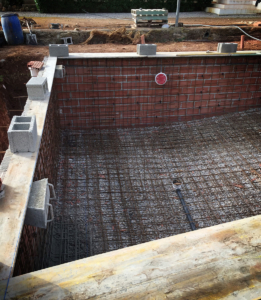 Mesh installation for new swimming pool construction