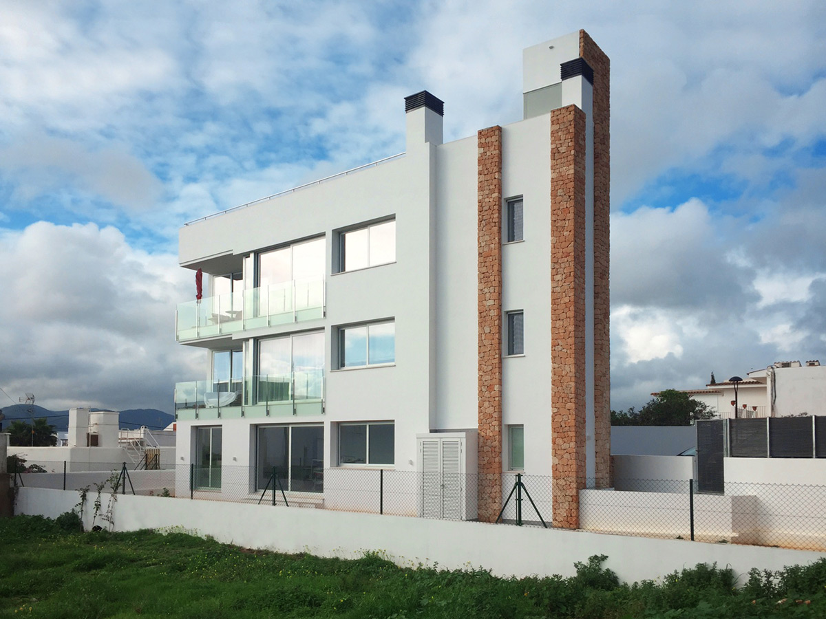 Three-story building in Jesús finished